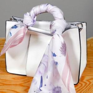 バッグにスカーフ