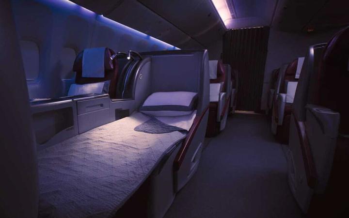 qatar-airways-business-class-03
