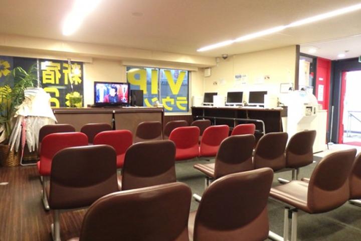 02-shinjuku-vip-liner-waiting-room