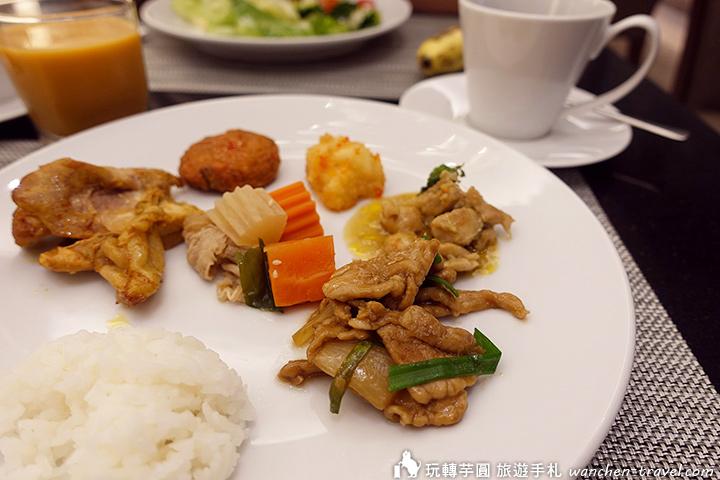 grande-centre-point-hotel-terminal-21-breakfast