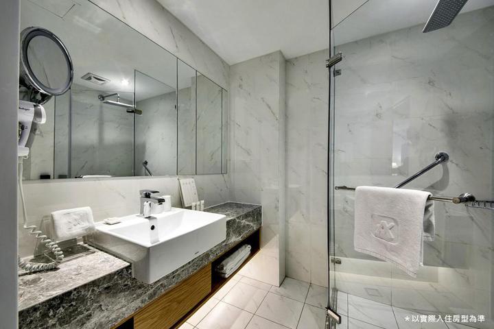 the-carlton-hotel-bathroom-02
