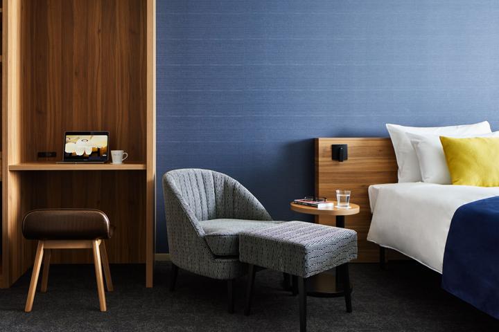 the b hotel room