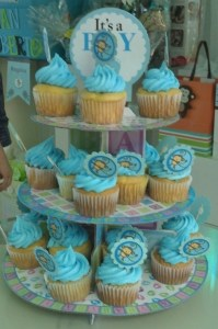 Cupcakes with more monkey tags.