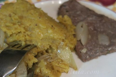 Mangu con biftec