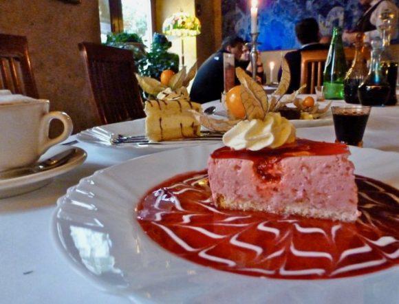 Pod Baranem berry mousse cheesecake, vodkas