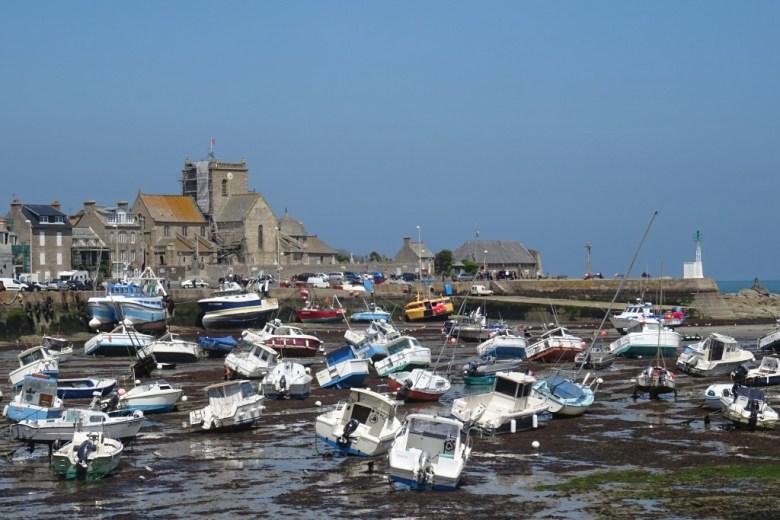 De haven van Barfleur bij eb...