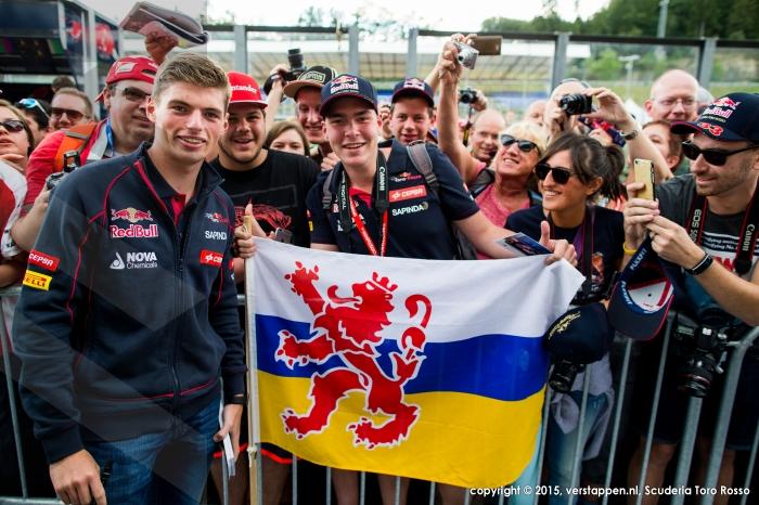 Max met zijn fans op Spa 2015 (wij staan in het rechterhoekje trouwens...)