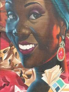 Muurschildering flat Laakweg donkere vrouw