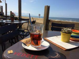 Thee op het strand