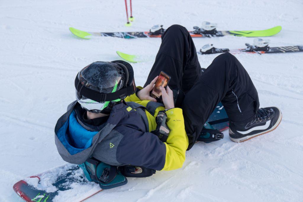 Snowboard chilling