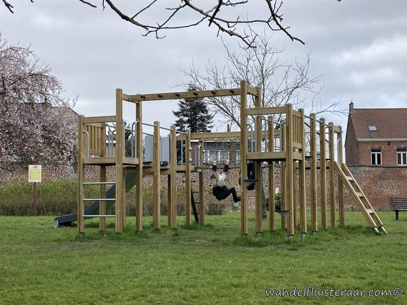 Dit is het speelpleintje van het Baljuwtuin zal je tegen komen tijdens je wandelingen in Galmaarden