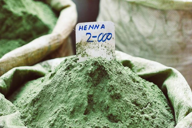 Green henna powder on sale at Muttrah Souq in Muscat. Photo credit: Copyright Emily Lush | Oman road trip