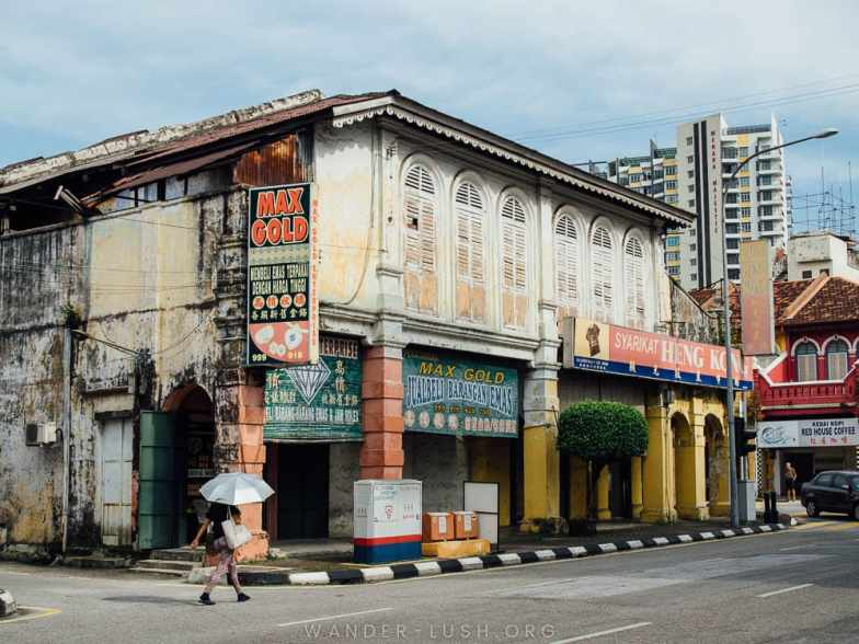 Welcome to Ipoh, my favourite city in Malaysia! This Ipoh 3 days 2 nights itinerary covers Ipoh's best attractions, street art, architecture and hawker food—plus tips on accommodation and how to travel from Kuala Lumpur to Ipoh. #Ipoh #Malaysia #Asia #itinerary #guide #SoutheastAsia