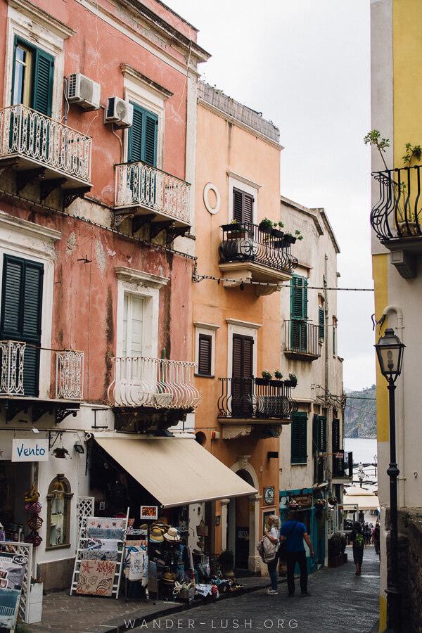 A colourful Italian alleyway.