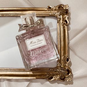 Luxury Los Angeles Calligrapher and engraver, Jo Malone at Neiman Marcus