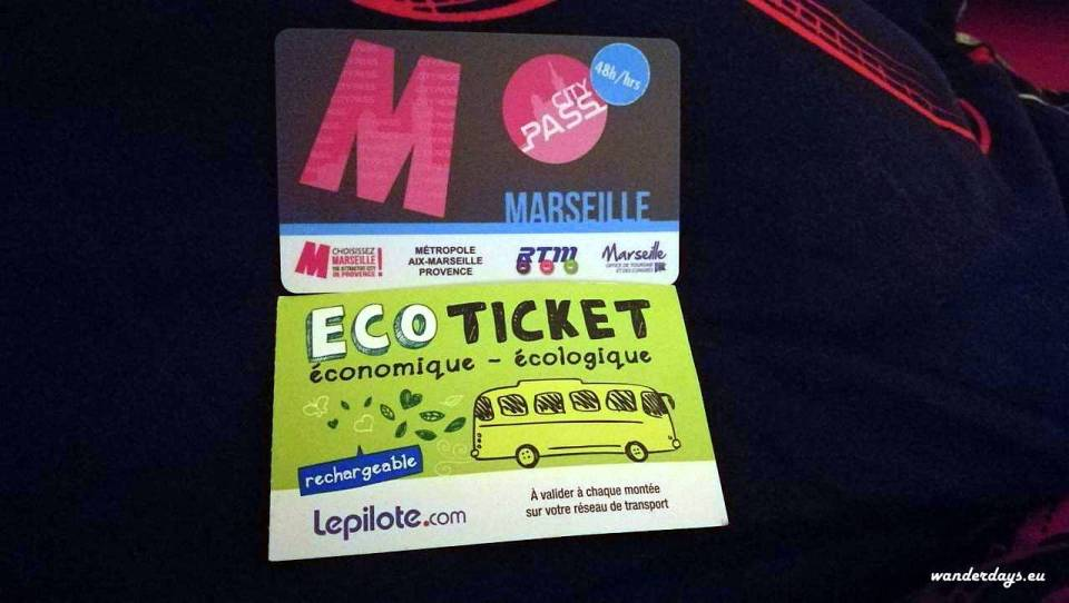Marseille city pass a spiatočný lístok na shuttle bus.