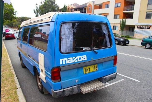 Der Van von hinten
