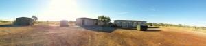 Wayne's Camp. Von links: Generator, Muckibude, Badezimmer, Waschraum, Küche, Wohneinheiten
