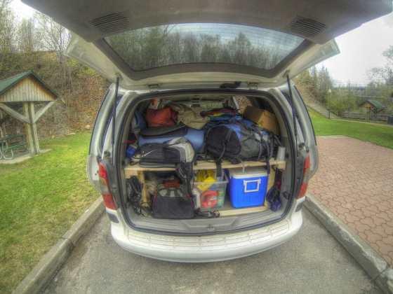 Gepäck von insgesamt drei Leuten. Der Van wird langsam voll