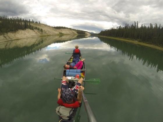 Entspannt Fahrt auf dem Yukon