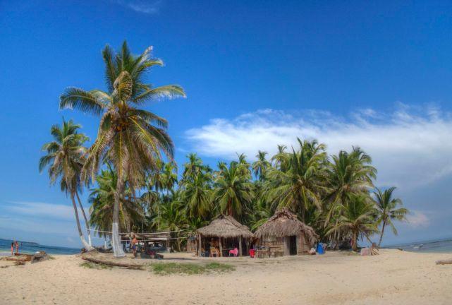 Eine typische Inseln in San Blas. Winzig und wunderschön