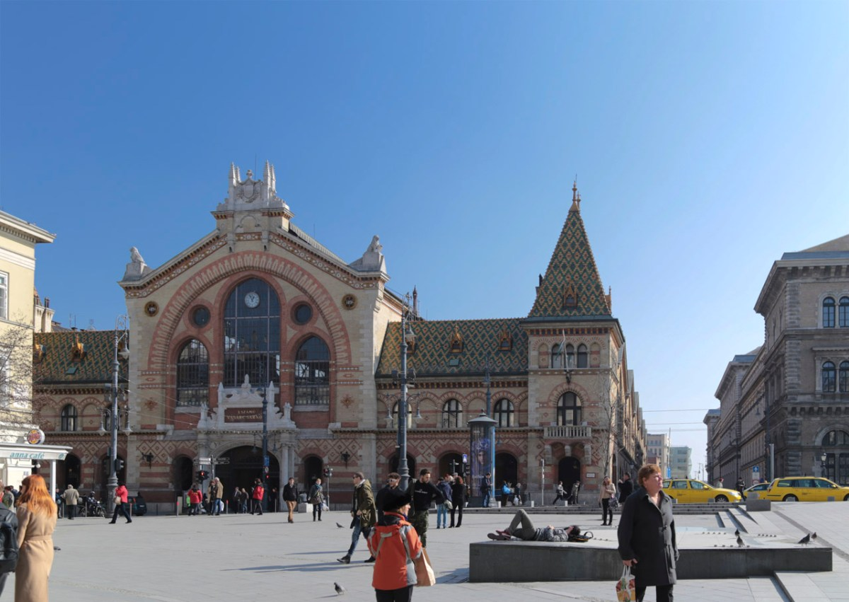 Die große Markthalle am Fővám tér