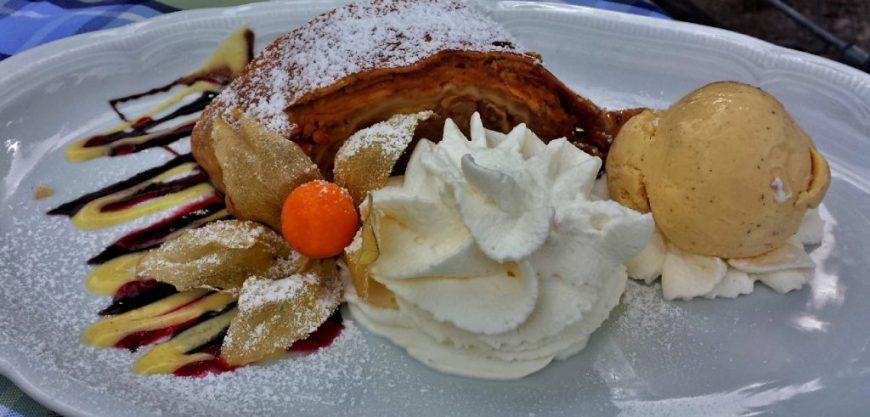 Austrian Food: Apfelstrudel
