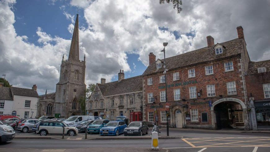 Church and buildings in Lechlade