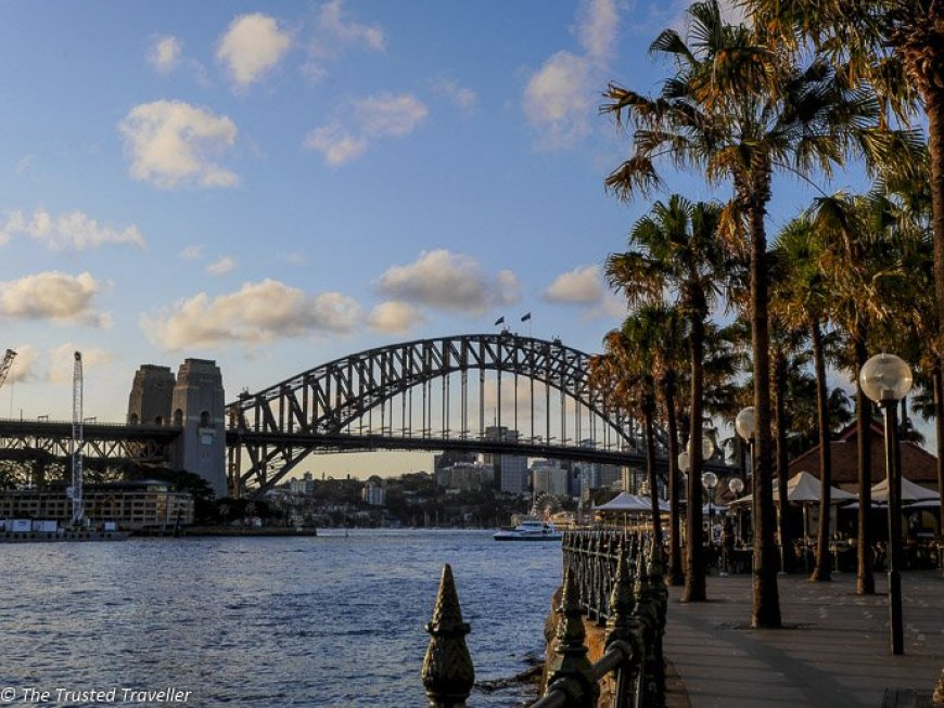 Sydney_Harbour_Bridge_on_the_walk_about_the_harbour