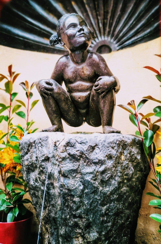 Jenneke Pis Brussels Peeing Statue