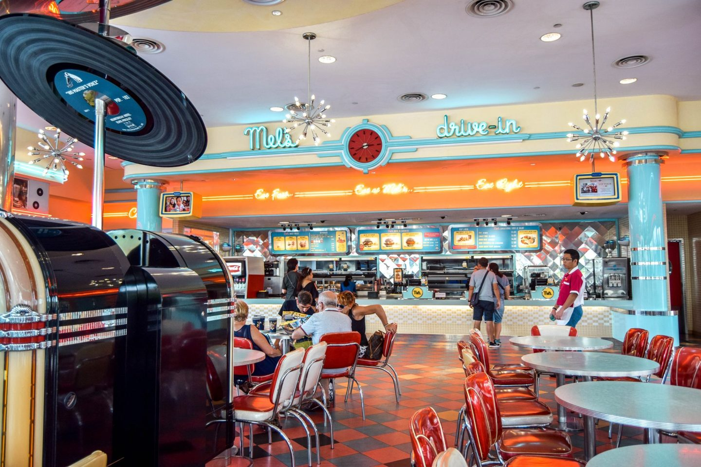 Wanderers & Warriors - Mel's Diner - Universal Studios Singapore - Best Rides & Guide