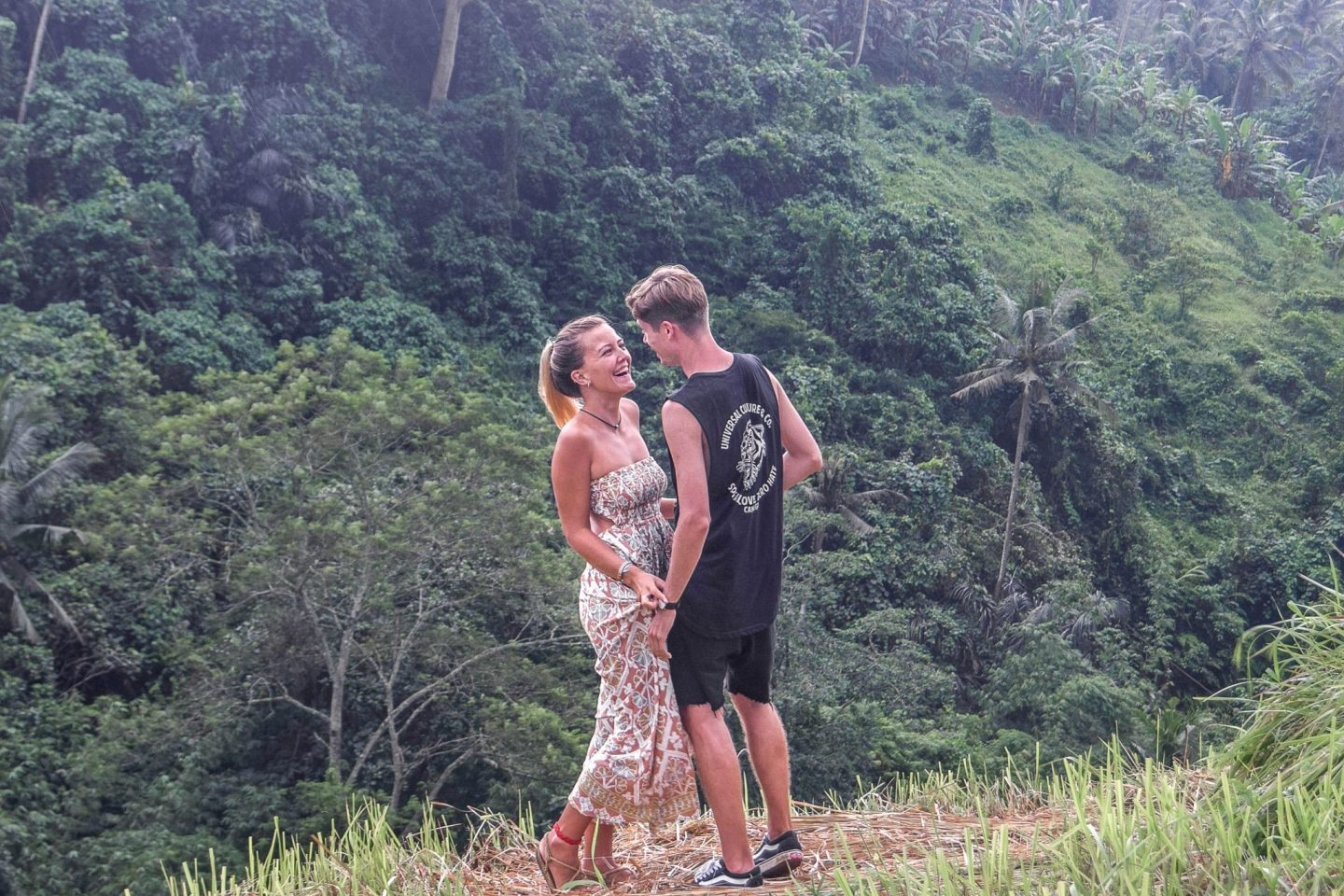 Wanderers & Warriors - Charlie & Lauren UK Travel Couple - Campuhan Ridge Walk Ubud - A Free & Easy Trek - Campuhan Ridge Walk Price - Things To Do In Ubud - Sunset at Campuhan Ridge Walk