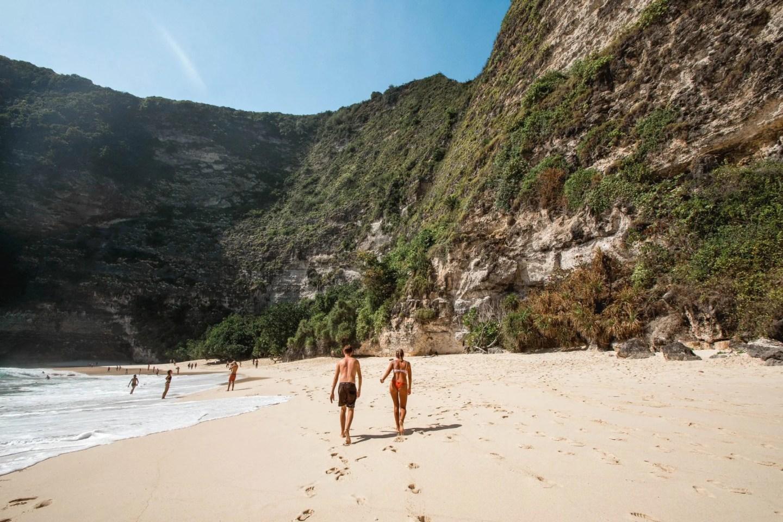 Wanderers & Warriors - Charlie & Lauren UK Travel Couple - Best beaches in nusa penida beaches - kelingking beach