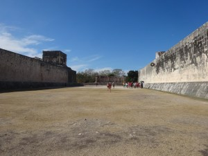 The Great Ballcourt. Chichen Itzá