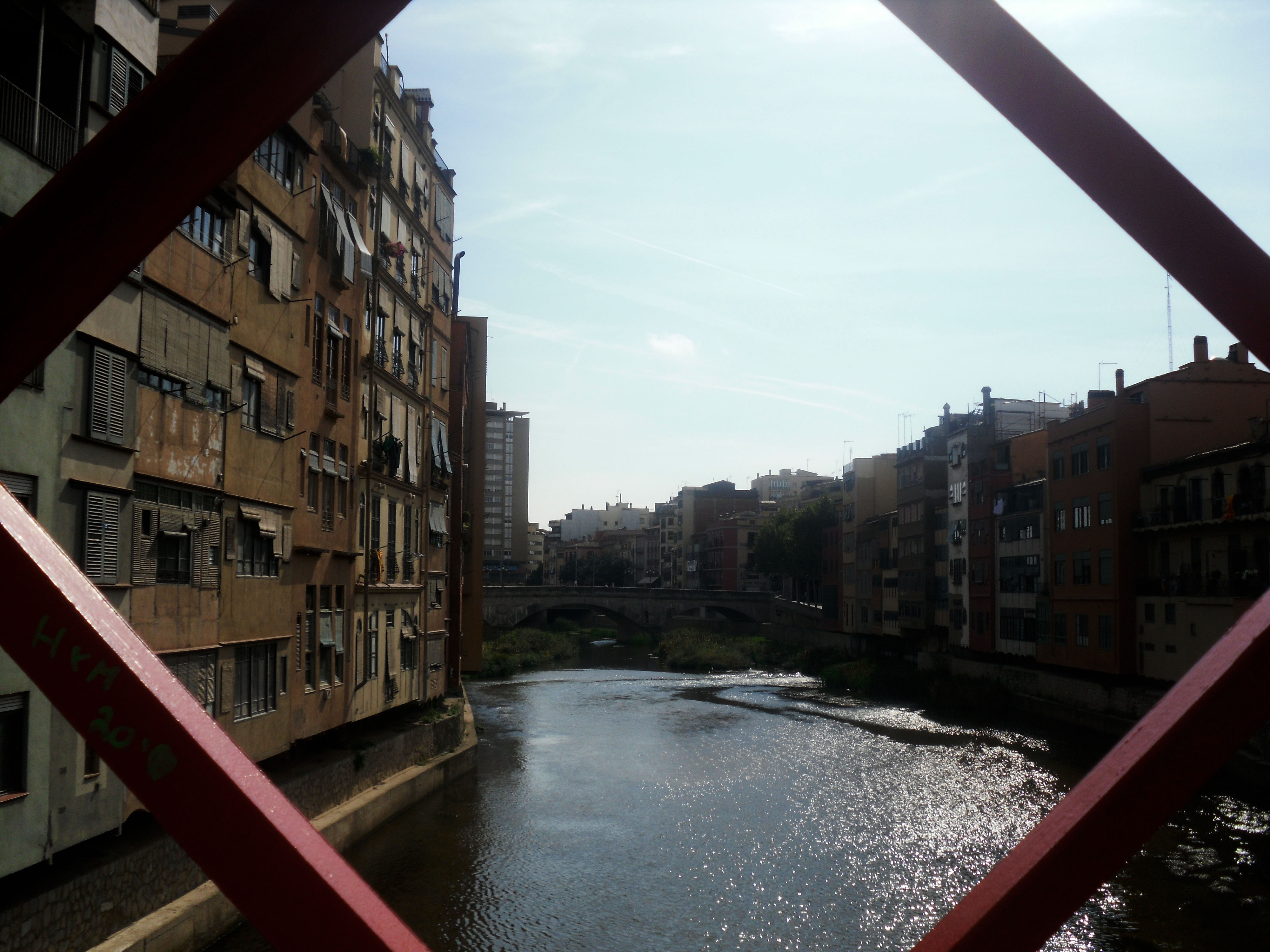 photo essay medieval girona wanderful world about the author lizzie is a full time marketing assistant and part time travel blogger promoting the ways to get the most out of grab it when you can