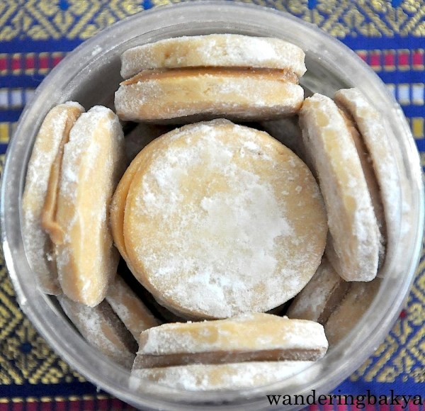 Ingredients of Alfajor: sugar, butter, lemon rind, salt, milk, caramel filling and confectioner's sugar