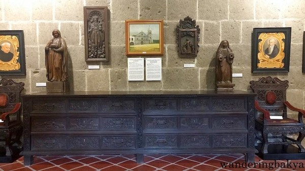 In the center of the photo is a cajonería or vestment chest of drawers.