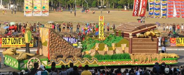 Float that showcases indigenous materials from Isabela