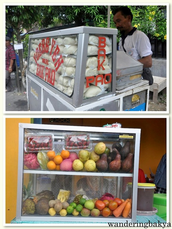 Just two of the many food carts in Yogyakarta. The top photo shows a bak pao vendor and his goods. Bak Pao did not taste like the siopao I know. Bak Pao had a dough similar to bread and was available in chicken, chocolate and something else I cannot remember. Bak Pao, IDR 6,000 (US $0.47)