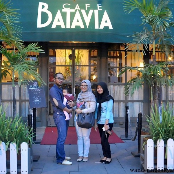 Nadya and family in front of Cafe Batavia