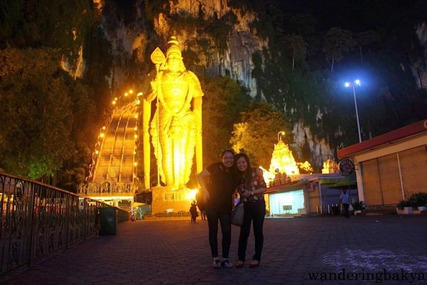 With my high school classmate Len, who acted as our tour guide, in front of Lord Murugan's statue at Batu Caves.