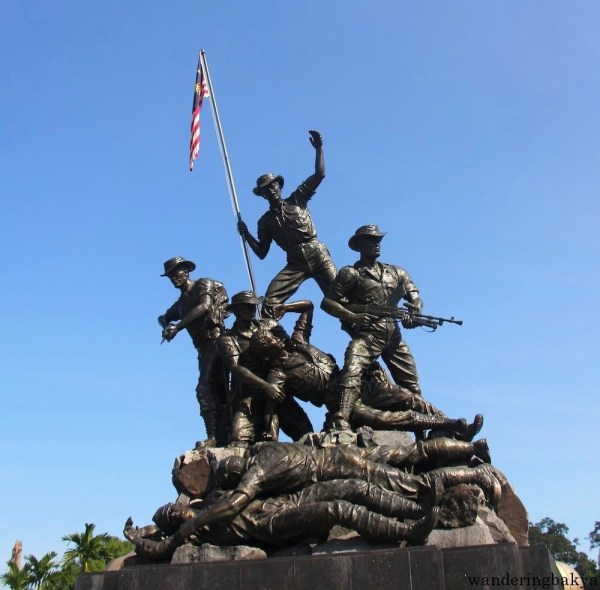 The National Monument is dedicated to those who died during World War II and Malayan Emergency. At a height of 15 meters, it is the world's tallest bronze freestanding statue.