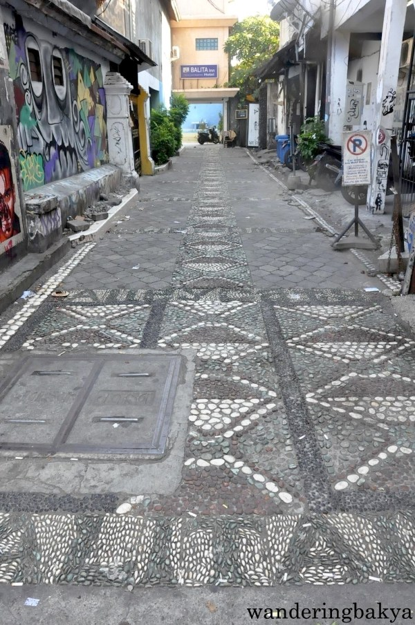 A side street that is perpendicular to Legian Street
