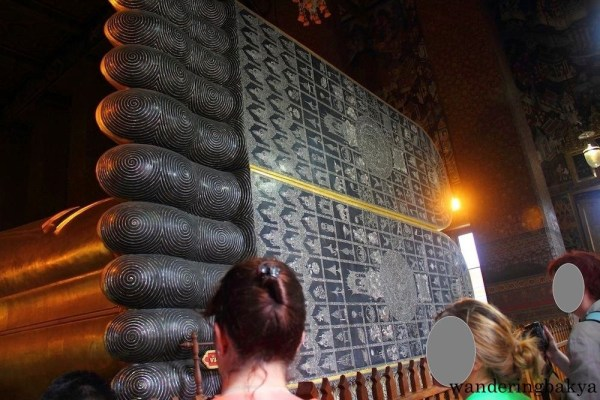 The soles of the Reclining Buddha's feet are 3-meter high and 4.5-meter long. They contain symbols that are synonymous with Buddha.