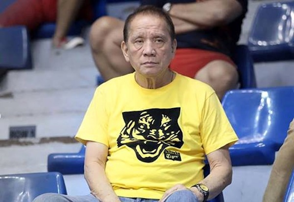 Coach Aric del Rosario guided the UST Growling Tigers into a four-peat and a 14-0 season in the UAAP. Photo from sg.sports.yahoo.com