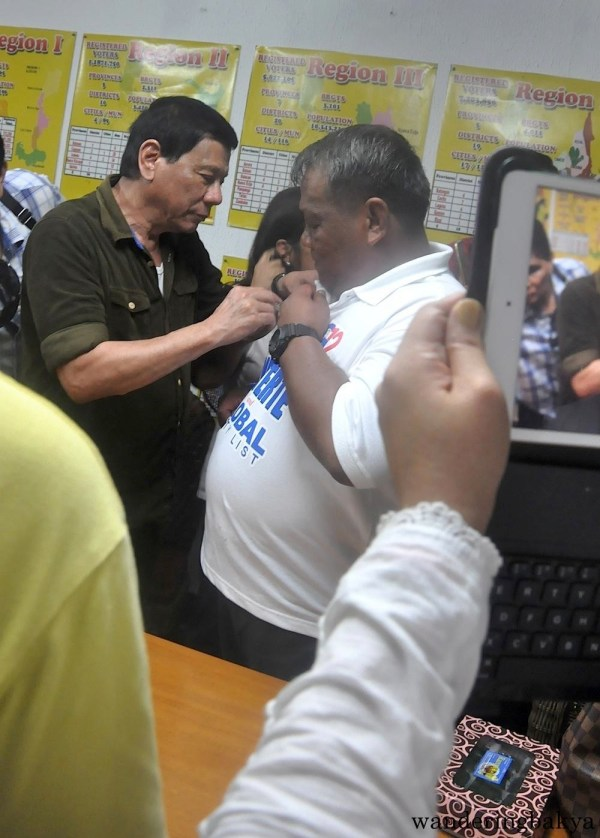Mayor Duterte signing the shirt of his supporter