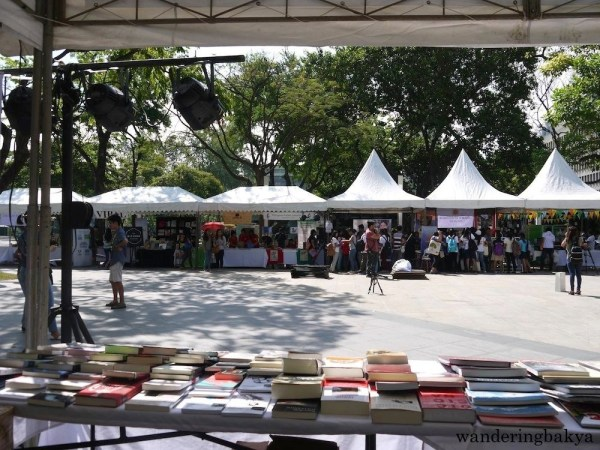 ICM's Día del Libro 2016 exhibitors in the thick of things as buyers congregated in their tents. Photo by SPRDC.