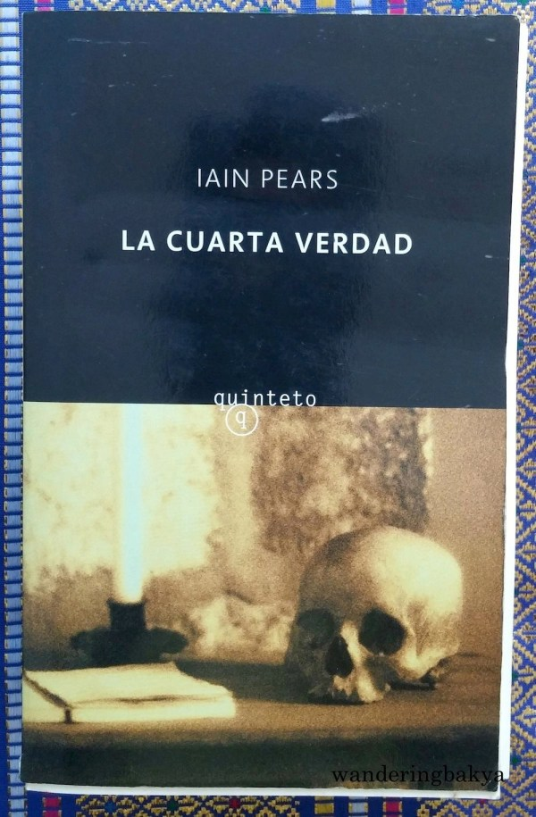 La Cuarta Verdad by Iain Pears. Very thick book, very small words and no photos.
