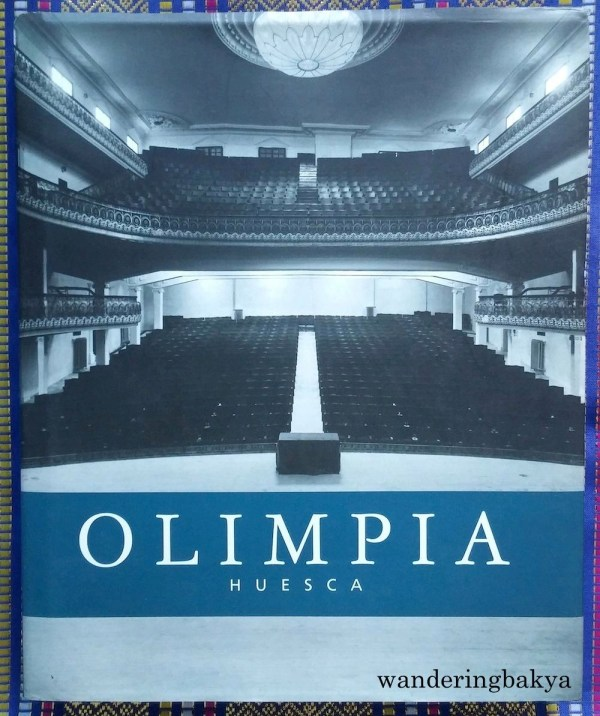 Olimpia Huesca organized by Diputación Provincial de Huesca. Another thick and heavy book. I bought it together with Cine Español: Una Crónica Visual. It has great black and white and contrast of before and after of buildings in Huesca.