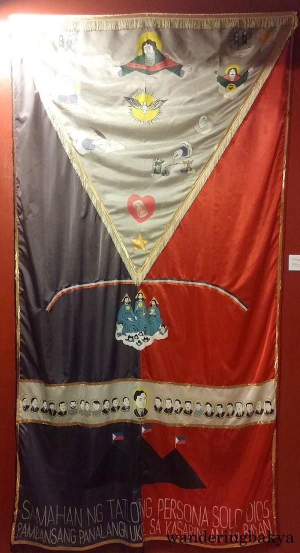 Watawat (Flag), Samahan ng Tatlong Persona